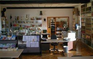 """Biblioteca Comunale di Valentano. In fondo la """"Sezione Ragazzi"""""""