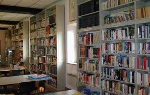 """Biblioteca Comunale di Valentano: gli scaffali """"aperti"""" al pubblico"""