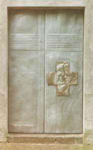 La porta della Chiesa della Madonna del Monte, opera del Professor Balestra