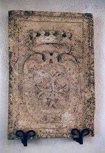 Stemma dei Cavalieri di Malta, già posto sulla facciata