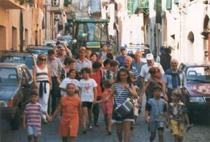 """En procession avec le tambourin et le """"biscotto al cu'..."""""""