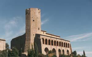 Il Castello dei Farnese con l'imponente torrione ottagonale